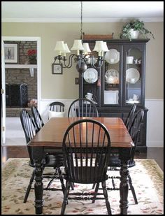 How to design with black dining room furniture – Designalls Kitchen Table Makeover, Farmhouse Kitchen Decor, Farmhouse Table, Table And Chairs, Furniture Makeover, Home Kitchens, Kitchen Remodel, Room Decor, Black Table