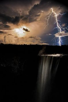 James Broscombe, Lightning at Kaiteur Falls, The Natural World Winner, 2011