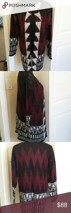 NWT Romeo & Juliet Couture Printed Cardigan Gorgeous super soft cardigan. Perfect for fall and winter. Pair with a dress or leggings. Feel free to make an offer! Colors are navy burgundy white and black Romeo & Juliet Couture Sweaters Cardigans