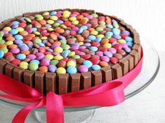 Smarties-Kitkat-Kuchen