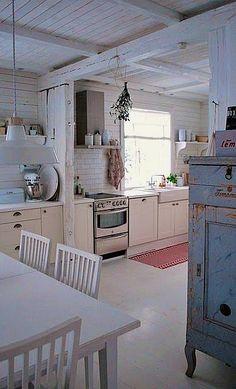 Home Interior Scandinavian Shabby chic / Vintage kitchen.Home Interior Scandinavian Shabby chic / Vintage kitchen Country Kitchen, New Kitchen, Vintage Kitchen, Kitchen Decor, Kitchen Rustic, Kitchen Interior, Kitchen Dining, Swedish Kitchen, Scandinavian Kitchen