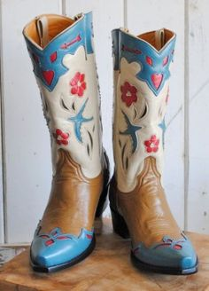 Oh, mercy, how much do I want these boots? Love, love, love.
