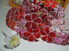 Vale a pena conhecer a técnica de fazer flores com arame e tecido, como estas abaixo: .   Acompanhe o Passo a passo !  . Beijinhosss... .