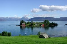 Small island in the Hardanger fjord Fjord, Small Island, Nature Animals, Island Life, Amazing Nature, Where To Go, Wonders Of The World, Norway, Celtic