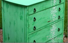 how to chest with vaseline, faux chalk paint and stencil on twicelovely.com