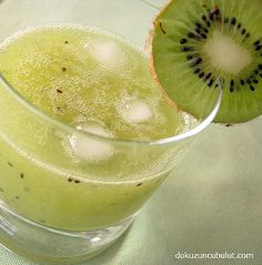 Kivi gazozu ile hem sakinleşin, hem gençleşin – Food for Healty Non Alcoholic Drinks Healthy, Fruit Drinks, Healthy Eating Tips, Healthy Nutrition, Healthy Foods To Eat, Kiwi, Summer Drink Recipes, Summer Drinks, Ale