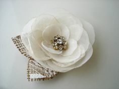 Rústico flor broche ramillete, accesorio de la boda de arpillera de encaje con cristales, broches de flores de tela