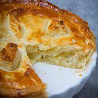 Lancashire Butter Pie - A Traditional Recipe With Potato And Onion Filling Uk Recipes, Potato Recipes, Baking Recipes, Vegetarian Recipes, Meat Pie Recipes, Savoury Recipes, Pastry Recipes, Savory Pastry, Vegetarian