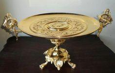 Centro de mesa, em bronze, 40 x 30 x 25cm.