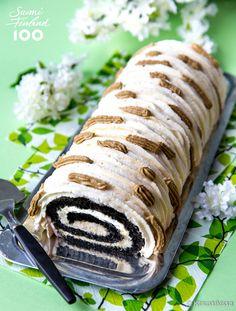 Kääretortulla on pitkät perinteet ja siksi valitsin sen mukaan Suomi 100 -leivontasarjaani. En kuitenkaan tavoitellut tällä kertaa nostalgista makumaailmaa, vaan halusin nostaa esiin suomalaisten mustan suosikkimaun: salmiakin. A Food, Sushi, Cravings, Rolls, Baking, Eat, Ethnic Recipes, Desserts, Candies