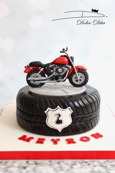 46 Ideas motorcycle cake ducati for 2019 - Cars and Motorcycles Birthday Cakes For Men, Motorcycle Birthday Cakes, Motorcycle Cake, Cakes For Boys, Torta Harley Davidson, Bolo Motocross, Motor Cake, Cake Designs For Boy, Tire Cake