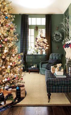 Green living room decorated for Christmas