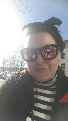 Her er meg på fredag uten for Fredrikstad Sykehus på vei inn for å begynne på Enda en cellegiftskur...  :( Uff jeg er lei av å være syk og ikke kan få være den mor jeg syntes min datter fortjener å ha.. :( <3 Men jeg er ved godt mot og glad for at jeg lever og har en så fantastisk vaker datter som jeg har :) :) <3 ♡ <3 ♡ <3 ♡ Livet smiler og våren er på vei :) <3
