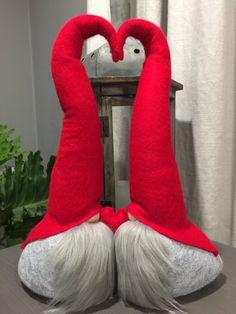 Articles similaires à Gnomes double baiser la Saint-Valentin sur Etsy Cheap Christmas, Christmas Gnome, All Things Christmas, Christmas Crafts, Art Vinyl, Scandinavian Gnomes, Cheap Gifts, Craft Organization, Xmas Decorations