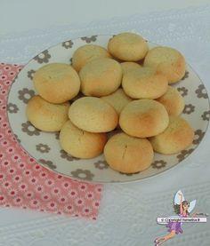 Hélénettes. Recette de cuisine ou sujet sur Yumelise blog culinaire. De délicieux petits gâteaux, à l'amande, moelleux à l'intérieur qui ne peuvent faire que craquer !!! L'hélénette est un vrai petit délice !