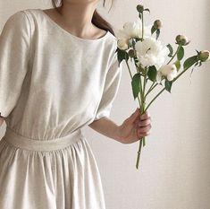 quaint style: your witchy aunt Mode Style, Style Me, Modest Fashion, Fashion Dresses, Feminine Mode, Parisienne Chic, Mode Outfits, Belle Photo, Minimalist Fashion