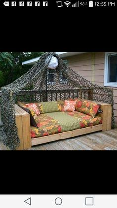 outdoor daybed made from pallets reclaimed wood home pinterest rh pinterest com Porch Swing Daybed Build Your Own Daybed