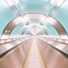 Pietrin metrossa voi napata hyvin onnistuneita otoksia Instagramiin, tämä poimittu sieltä. Питер, Питер... @spbgram Instagram photos | Websta (Webstagram)
