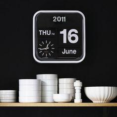1408217604_present_time_wall_clock_mini_flip2.jpg