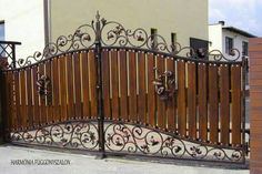Decoration added a new photo. House Main Gates Design, Iron Gate Design, Fence Design, House Design, Metal Gates, Wooden Gates, Wrought Iron Gates, Grill Gate, Tor Design