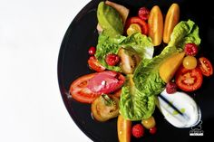 sałata z pomidorami / salad with tomatoes www.danielmisko.pl