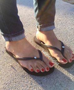 "539 Likes, 10 Comments - Pic☝@Lolatoenailz QUALITY (@feetoftheeworld) on Instagram: ""Swipe Candy apple toes  @marquesacami #feet #footfetishgroup #footfetishnation…"""