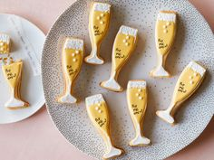 These festive sugar cookies shaped like mini champagne flutes are the perfect sweet treat to ring in the New Year. Whether you are throwing a fancy black-tie affair or a small family dinner, these cookies (with two surprises inside!) will surely be a hit. Sugar Cookie Dough, Sugar Cookies, Cookies Et Biscuits, Iced Cookies, Black Food, Gel Food Coloring, Thing 1, Nouvel An, Confectioners Sugar