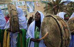 Libyan Touareg women drumming.