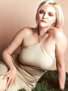 Sophie Dahl  The 33 years old ex-plus size model as well as successful author was one of the pioneering curvy models of the rising business that offered these voluptuous ladies the chance to show off their pride for their well-defined and suave silhouette.