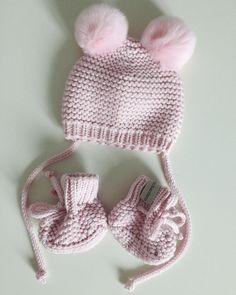 """Комплект на выписку под кодовым названием """"сахарная вата"""" . 100% шерсть мериноса(очень нежная), ушки кролик, цвет нежно-розовый Цена: 3.500₽ . Принимаю заказы через w/a +7(922)2026170 или directна данный момент очередь до середины августа #скоромама#дочка#выписка#вязание#newborn#baby#girl"""