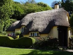 Nostalgia at the Stone House English Country Cottages, English Cottage Style, Country Homes, Country Life, Country Cottage Interiors, Cozy Cottage, Yellow Cottage, Natural Homes, Thatched Roof