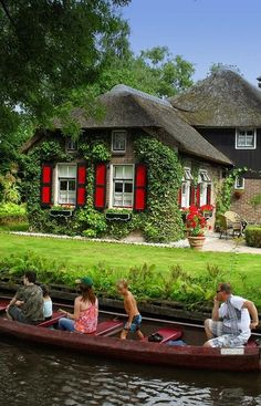 Giethoorn, Hollandia - Susan in de Overgang Holland Netherlands, Amsterdam Netherlands, Netherlands Tourism, Great Places, Places To See, Beautiful Places, Wonders Of The World, Places To Travel, Cities