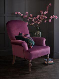37 ideas for living room ideas purple velvet chairs Living Room Chairs, Home Living Room, Living Room Furniture, Black Sofa Living Room Decor, Purple Home, Dark Interiors, Colorful Interiors, Purple Velvet Chair, Velvet Chairs