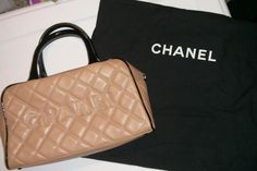"""Chanel coral caviar """"diamond quilted"""" leather purse."""