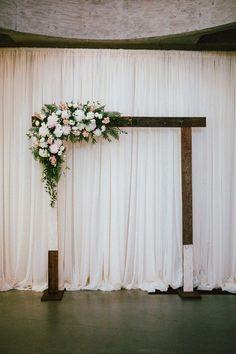 decoración bodas interior ceremonia chuppah backdrop telas velas flores