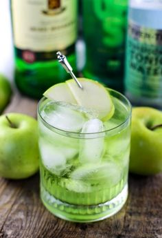 Irish Sour Apple Cocktail Recipe perfect for St. Patricks Day Parties! This green cocktail recipe is so easy to make. Celebrate St. Paddys in style! #cocktailrecipes