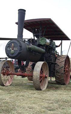 Antieke tractor uit  1890-1905 .