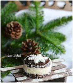 .. chute a vône mojej kuchyne...: Kokosové strapáčiky Christmas Candy, Xmas, Cheesecake, Food, Backen, Yule, Meal, Christmas Treats, Cheesecakes