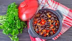 How to Make Crock Pot Chili With Dried Beans. Great chili cooked in the traditional way takes hours of attention, but with a crock pot you can just put all the ingredients in at once and let it do the work for you. Prepare your chili in. Slow Cooker Vegan Chili, Slow Cooker Black Beans, Healthy Slow Cooker, Slow Cooker Recipes, Crockpot Recipes, Sauce Recipes, Healthy Chicken Curry, Chile, Yummy Recipes