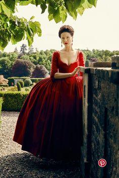Caitriona Balfe in costume as Claire Fraser - Outlander series season 2 Diana Gabaldon Outlander, Outlander Claire, Outlander Serie, Outlander Season 2, Outlander 2016, Outlander Novel, Outlander Quotes, Claire Fraser, Jamie Fraser