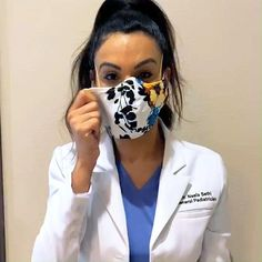 Learn How to Easily Sew a Fitted Surgical Face Mask With Ties and Flexible Nose Piece With This Step-By-Step Tutorial With Video Easy Face Masks, Homemade Face Masks, Diy Face Mask, Mask Template, Maskcara Beauty, Sewing Patterns Free, Pattern Sewing, Free Sewing, Hand Sewing