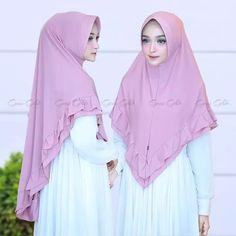 Hijab Khimar Zalina Hijab khimar syari pad antem, dengan variasi rempel berlayer di sekeliling khimar, praktis namun tetap syari, cocok dikenakan sehari-hari. Meterial jersey zoya yang ringan dan tidak mudah kusut, pinggiran jilbab dijahit (bukan dineci) sehingga lebih rapi. Ket : Gambar merupakan REAL PICTURE Bahan : jersey zoya Rp. 46.000  Informasi dan pemesanan hubungi kami SMS/WA +628129936504 atau www.ummigallery.com  Happy shopping