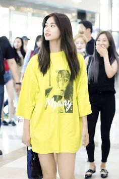 Twice-Tzuyu 180601 Gimpo Airport to Japan Korean Girl Fashion, Blackpink Fashion, Kpop Fashion Outfits, Edgy Outfits, Fashion Images, Daily Fashion, Nayeon, Extended Play, Baggy Clothes
