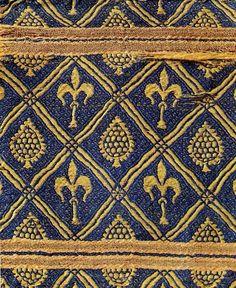 13th century Spain - same fleur de lis pattern - do it in green - consistency
