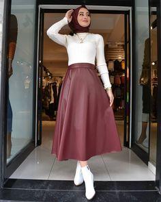Muslim Fashion, Modest Fashion, Hijab Fashion, Fashion Dresses, Fifties Fashion, Hijab Chic, Islamic Clothing, Spring Fashion Trends, Skirt Outfits