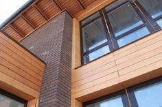 Отделка фасада жилого дома деревом Благоустройство дома без качественной отделки фасада невозможно. Материал для фасада защищает жилые дома от разрушения, делает облик строения более привлекательным и выполняет другие функции. За отделкой можно скрыть утеплительные материалы. #АрхСтройПроект #archproekt #Архитектурная #Мастерская #Архитектура #Дизайн #Интерьер #Проектированиедомов #жилыедома