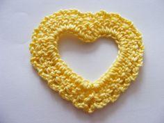 Free Crochet Pattern - Open Heart Photo Tutorial (not in English) Diy Crochet And Knitting, Crochet Chain, All Free Crochet, Crochet Books, Freeform Crochet, Love Crochet, Crochet Motif, Crochet Flowers, Crochet Patterns