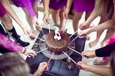 As brincadeiras do chá de panela fazem parte da animação da festa e servem para dar boas risadas, descontrair e aproximar os convidados uns dos outros. Faç
