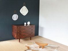 Commode style scandinave Commode Design, Decoration, Nightstand, Table, Furniture, Home Decor, Vintage Chest Of Drawers, Small Chest Of Drawers, Nordic Style