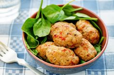 A unique and healthy alternative to your classic meatloaf! Try serving these tasty mini-loaves over a pasta dish or as appetizers. Dinner Dishes, Pasta Dishes, Quinoa, Albondigas, Saute Onions, Food Facts, Healthy Alternatives, Turkey Recipes, Fett